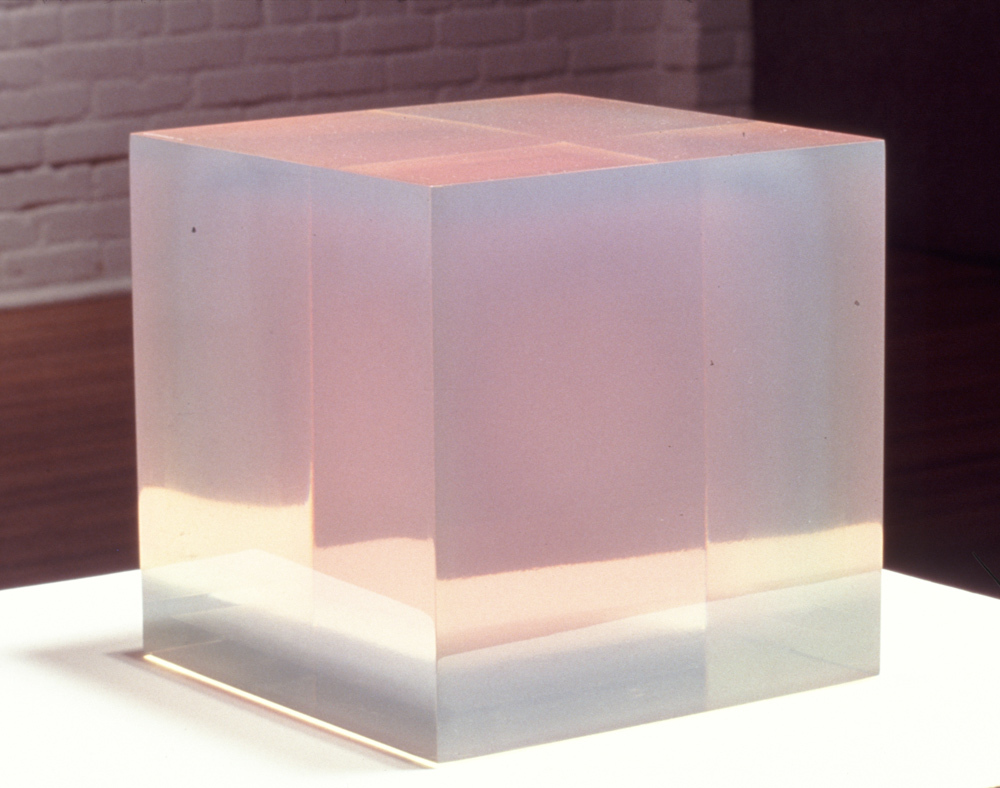Polyester_resin_cube